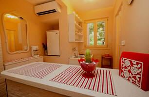 zimmer mit bad in strandn he baska insel krk kroatien. Black Bedroom Furniture Sets. Home Design Ideas